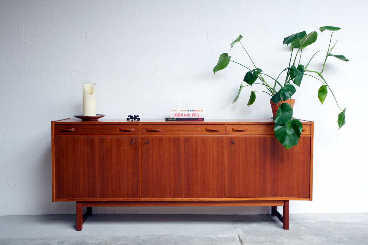st 012 tack market. Black Bedroom Furniture Sets. Home Design Ideas