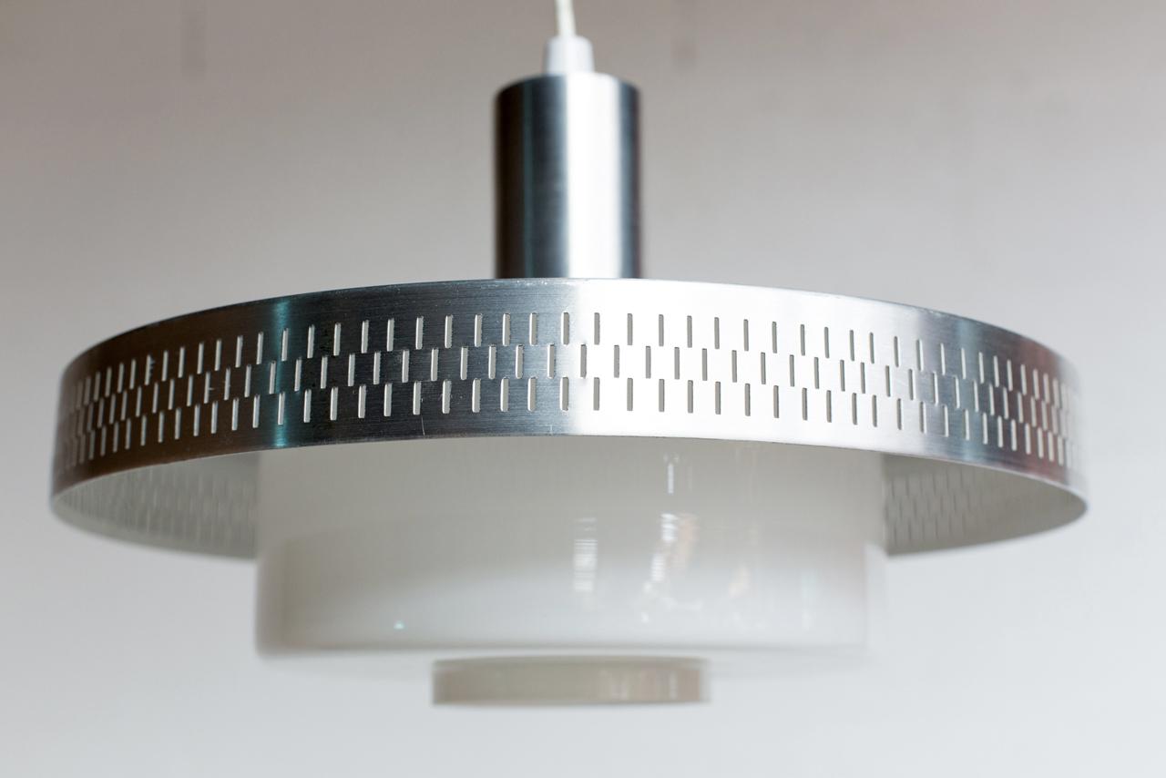 Li 019 tack market - Suspension metal blanc ...
