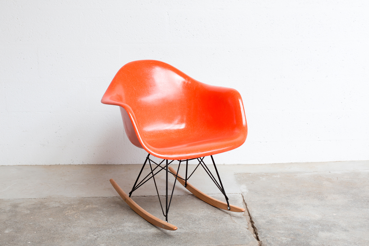 Se 014 tack market for Mobilier international eames