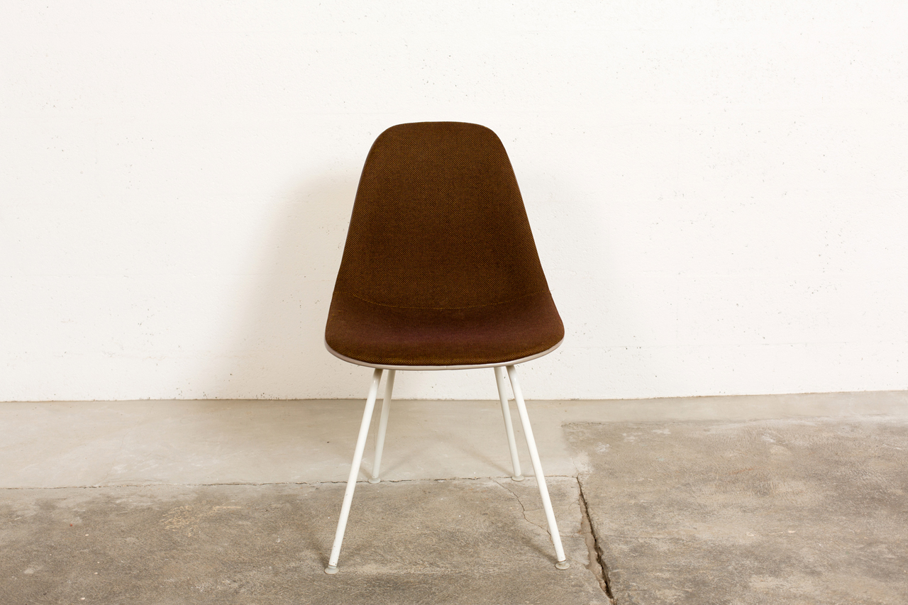 Se 027 tack market for Charles et ray eames chaise
