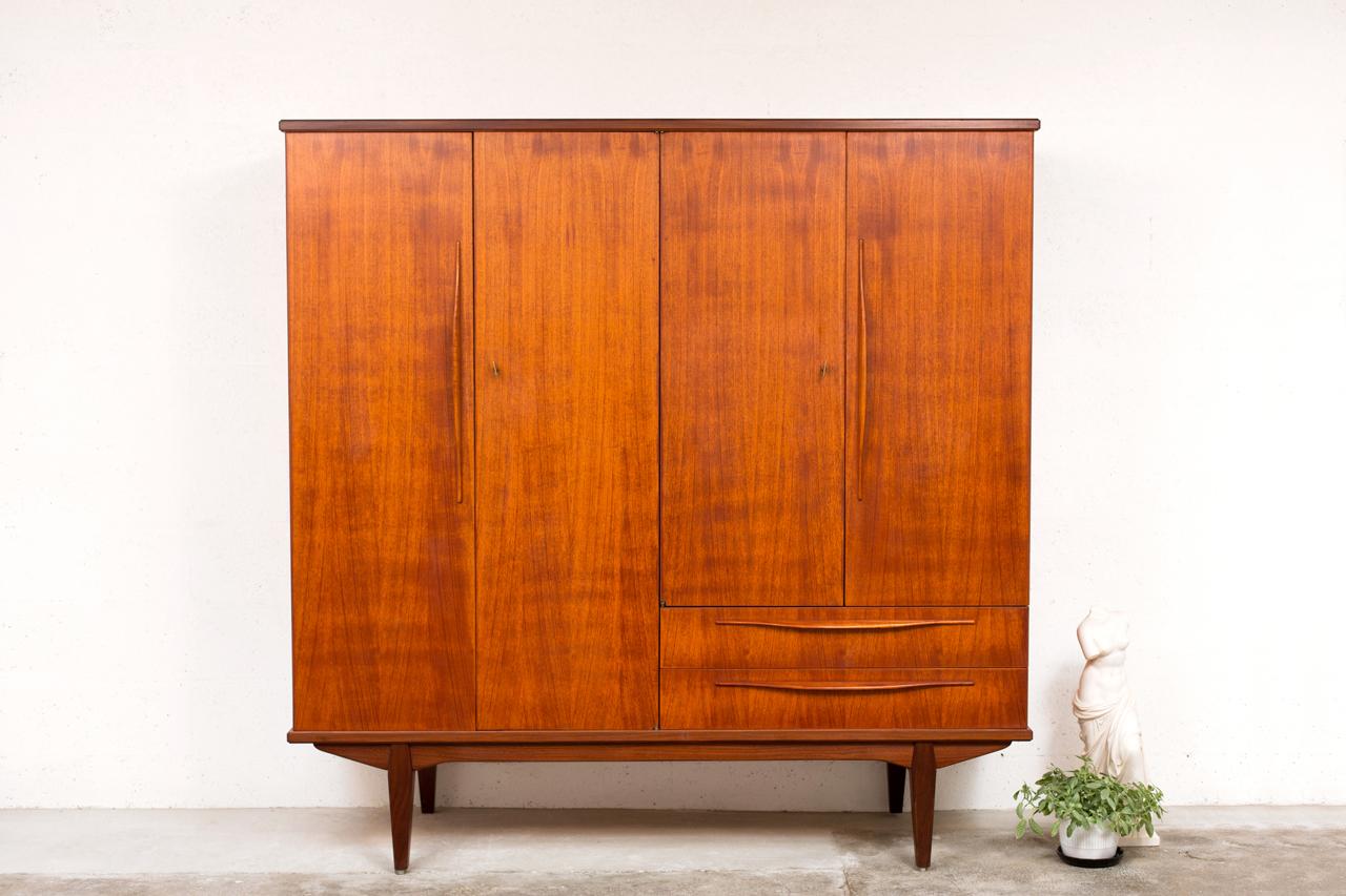 st 046 tack market. Black Bedroom Furniture Sets. Home Design Ideas