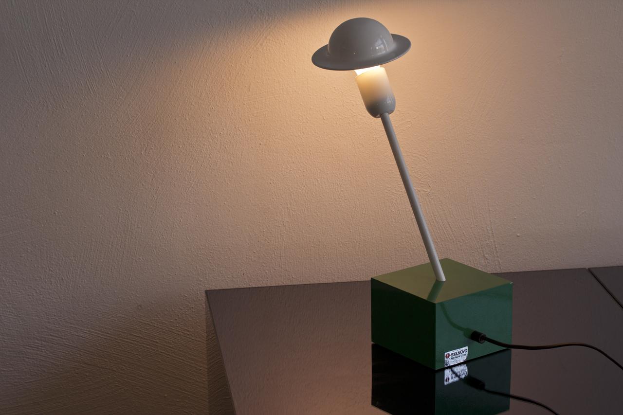 Li 073 tack market for Post modern furniture design