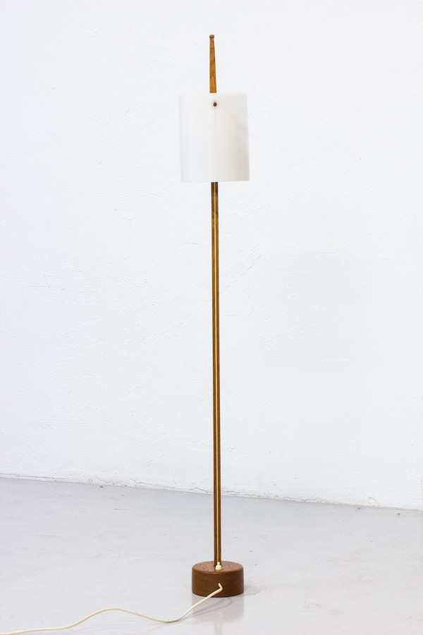 Tack market vintage furniture for modern interiors for Lampadaire style scandinave
